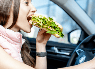 Foods to Eat in your Backseat Omaha Mom